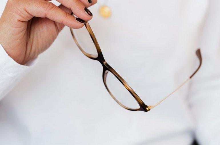 favoriser l'attention du manager par le port de lunettes