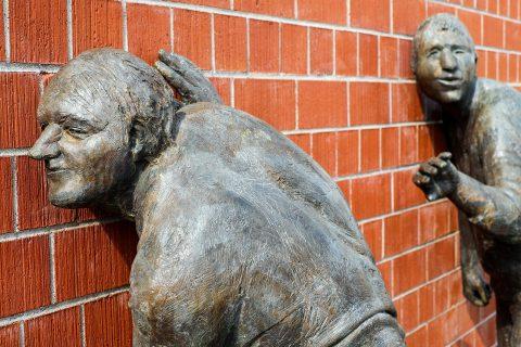 des individus écoutent un mur plutôt que s'écouter en respectant les 3 niveaux d'écoute